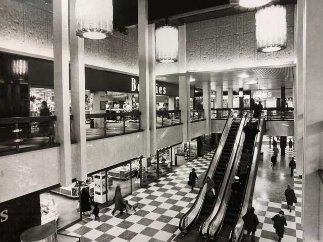 Do you remember the Grosvenor Centre chandeliers? ©️ Chronicle & Echo