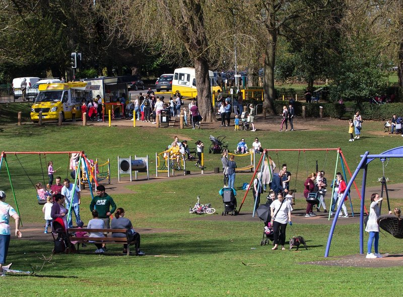 Crowds flocked to Abington Park to enjoy the sunshine today (Tuesday, March 30)