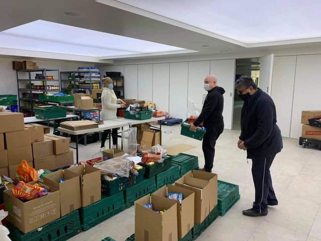 Sikh Community Centre and Youth Club (SCCYC) Northampton volunteers at a recent food bank