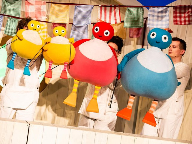 The cast of Twirlywoos Live!