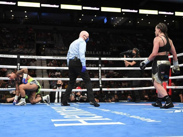 Chantelle Cameron (right) claimed a fifth-round stoppage win over Melissa Hernandez to retain her world title in Last Vegas