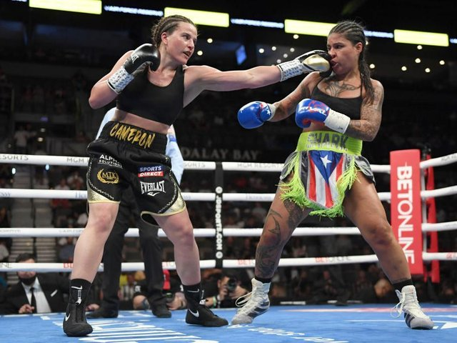 Chantelle Cameron was too hot for Melissa Hernandez in their world title fight in Las Vegas on Saturday
