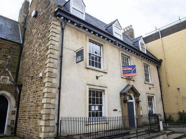 L'edificio di Mr. Grants in St Giles Square era precedentemente un Ask Italian